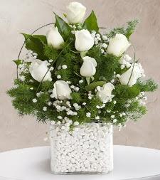 9 beyaz gül vazosu  Samsun 14 şubat sevgililer günü çiçek