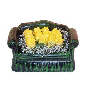 Seramik koltuk 12 sari gül   Samsun hediye sevgilime hediye çiçek