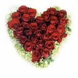 kalp biçiminde 15 gülden   Samsun çiçek siparişi sitesi