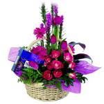 çikolata ve sepette çiçek   Samsun online çiçek gönderme sipariş