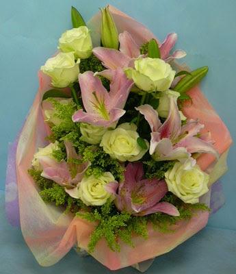 11 adet gül ve 2 adet kazablanka buketi  Samsun kaliteli taze ve ucuz çiçekler