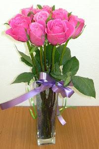 cam vazo içerisinde 11 adet gül  Samsun kaliteli taze ve ucuz çiçekler