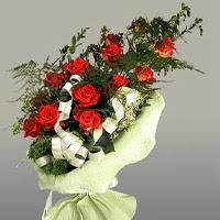 Samsun hediye sevgilime hediye çiçek  11 adet kirmizi gül buketi sade haldedir