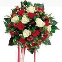 Samsun hediye sevgilime hediye çiçek  6 adet kirmizi 6 adet beyaz ve kir çiçekleri buket
