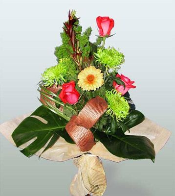 Samsun hediye sevgilime hediye çiçek  3 adet gül 4 adet gerbera çiçegi sade buket