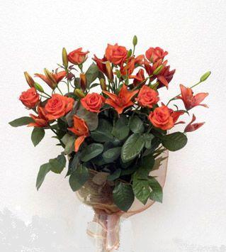 9 adet gül ve 3 adet lilyum çiçegi buketi   Samsun İnternetten çiçek siparişi