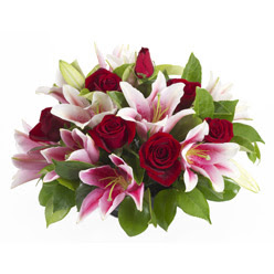güller ve kazablnaklardan aranjman  Samsun çiçekçi telefonları
