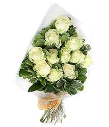 Samsun çiçekçiler  12 li beyaz gül buketi.