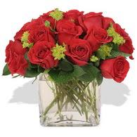Samsun uluslararası çiçek gönderme  10 adet kirmizi gül ve cam yada mika vazo