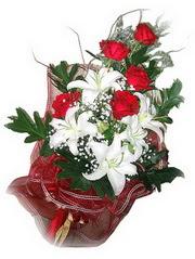 Samsun çiçekçi mağazası  5 adet kirmizi gül 1 adet kazablanka çiçegi buketi