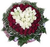 Samsun hediye çiçek yolla  27 adet kirmizi ve beyaz gül sepet içinde
