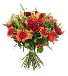 Samsun cicekciler , cicek siparisi  3 adet kirmizi gül ve karisik kir çiçekleri demeti