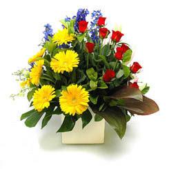 Samsun çiçek yolla , çiçek gönder , çiçekçi   9 adet gül ve kir çiçekleri cam yada mika vazoda
