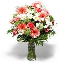 Samsun güvenli kaliteli hızlı çiçek  cam yada mika vazo içerisinde karisik demet çiçegi