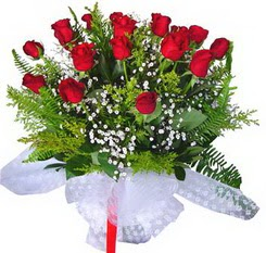 Samsun 14 şubat sevgililer günü çiçek  12 adet kirmizi gül buketi esssiz görsellik
