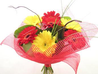9 adet gerbera çiçeklerinden buket  Samsun 14 şubat sevgililer günü çiçek