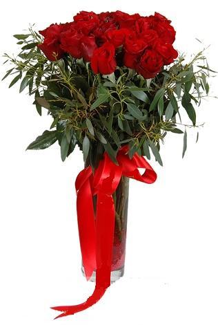 15 adet kirmizi gül cam vazo içerisinde  Samsun kaliteli taze ve ucuz çiçekler