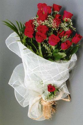 10 adet kirmizi güllerden buket çiçegi  Samsun internetten çiçek satışı