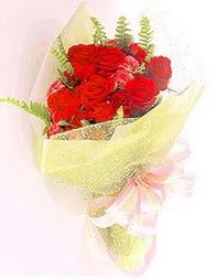 9 adet kirmizi gül buketi  Samsun İnternetten çiçek siparişi