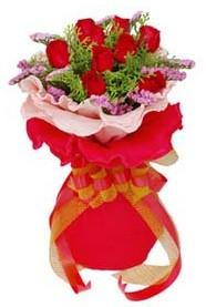Samsun çiçek gönderme sitemiz güvenlidir  8 Adet kirmizi güllerden buket tanzimi