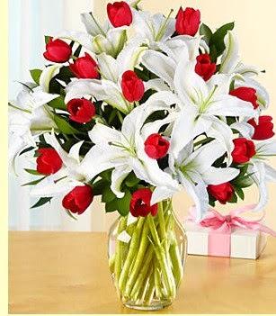 Samsun çiçek mağazası , çiçekçi adresleri  3 kazablanka 10 kırmızı gül vazosu