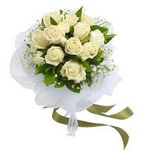 Samsun çiçekçiler  11 adet benbeyaz güllerden buket