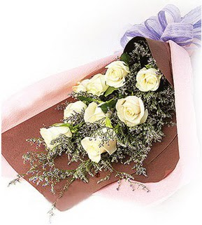 Samsun İnternetten çiçek siparişi  9 adet beyaz gülden görsel buket çiçeği
