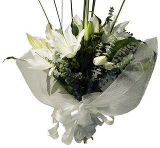 Samsun çiçek servisi , çiçekçi adresleri  2 dal kazablanka çiçek buketi