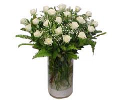 Samsun internetten çiçek satışı  cam yada mika Vazoda 12 adet beyaz gül - sevenler için ideal seçim