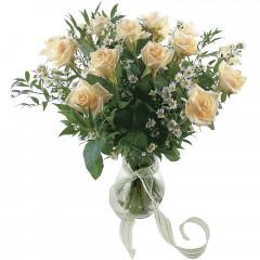 Vazoda 8 adet beyaz gül  Samsun çiçek gönderme
