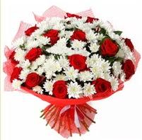 11 adet kırmızı gül ve beyaz kır çiçeği  Samsun kaliteli taze ve ucuz çiçekler