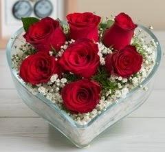 Kalp içerisinde 7 adet kırmızı gül  Samsun online çiçek gönderme sipariş