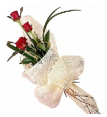 3 adet kırmızı gül buketi  Samsun çiçek siparişi sitesi