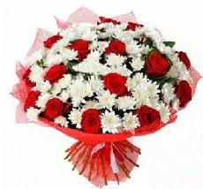 11 adet kırmızı gül ve 1 demet krizantem  Samsun hediye çiçek yolla