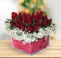 15 kırmızı gülden kalp mika çiçeği  Samsun 14 şubat sevgililer günü çiçek