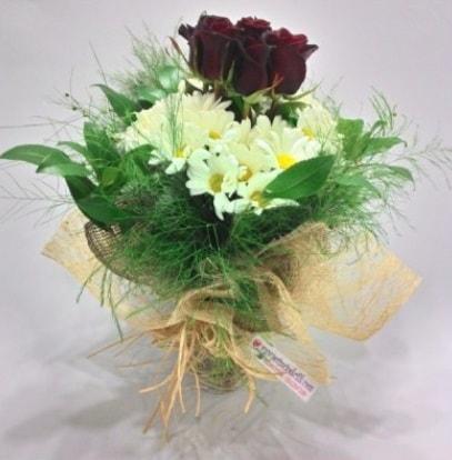 5 adet kırmızı gül ve kırızantem buketi  Samsun İnternetten çiçek siparişi