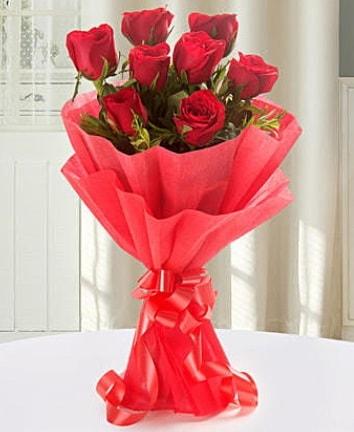 9 adet kırmızı gülden modern buket  Samsun çiçek siparişi vermek