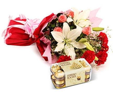 Karışık buket ve kutu çikolata  Samsun anneler günü çiçek yolla