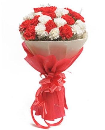 21 adet kırmızı beyaz karanfil buketi  Samsun 14 şubat sevgililer günü çiçek