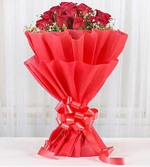 12 adet kırmızı gül buketi  Samsun çiçek online çiçek siparişi