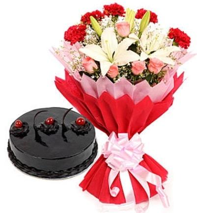 Karışık mevsim buketi ve 4 kişilik yaş pasta  Samsun çiçek servisi , çiçekçi adresleri